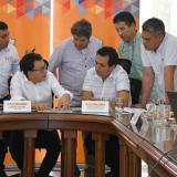 El gobernador del Magdalena, Carlos Caicedo y algunos alcaldes, se reunieron con el director del Instituto Nacional de Vías (Invías), Juan Esteban Gil.