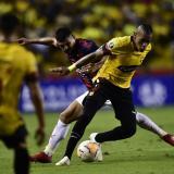 Jonatan 'el Loco' Álvez en el duelo entre Barcelona de Ecuador y el Cerro Porteño.