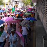 Los maestros de Cartagena durante la marcha de este viernes.