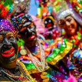 'Negras Bollongas' desfilaron en el evento Martes de Carnaval, uno de los que cerraron los días de fiesta.
