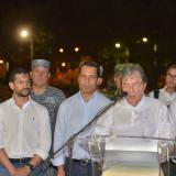 El ministro Carlos Holmes Trujillo al término del consejo de seguridad en Valledupar. Aparecen entre otros el gobernador Luis Monsalvo y el alcalde Mello Castro.