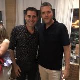 Fernando Hierro con Ernesto Carreño, director de marketing de Directv.