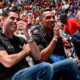 Hierro disfrutó del clásico español junto a Amaranto Perea y el periodista de DirecTV, Samuel Vargas.