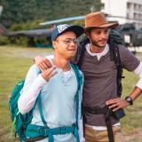 Junior Polo, que interpreta el papel de Ángel, junto a Brian V. Aburaad, que encarna a su padre en el filme.