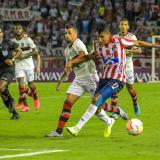 El lateral izquierdo Gabriel Fuentes en uno de sus ataques durante el partido.