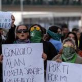 Mujeres protestan contra la violencia de género en El Chaparral, frontera entre Estados Unidos y México.