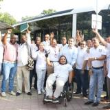 El gobernador Vicente Blel, el gerente de Transcaribe,, Humberto Ripoll, con funcionarios y usuarios de la ruta.