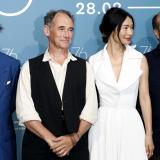 Johnny Depp, Mark Rylance y Gana Bayarsaikhan junto al director colombiano Ciro Guerra en el Festival de cine de Venecia.