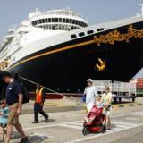 El crucero de Disney arribó este miércoles a la zona de fondeo del puerto de Cartagena. Pero siguió su itinerario tras enterarse de las medidas de protocolo contra el coronavirus.