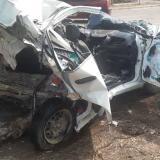 Así quedó el vehículo Chevrolet blanco en el que se movilizaban las victimas.