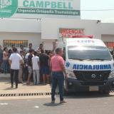 Los dos hombres fueron trasladados de urgencia a la clínica Campbell.