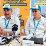 De izquierda a derecha Ramiro Castilla Andrade, Gerente de Atlántico de Electricaribe; Juan Diego Narváez, Gerente de Atlántico Sur de Electricaribe.