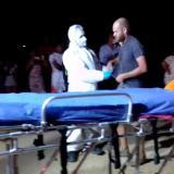Fotografía tomada por la comunidad en el momento en el que llegó la ayuda medica para el traslado del herido.