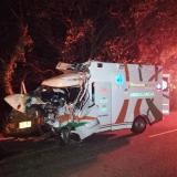 Así quedó la ambulancia tras accidente de tránsito.