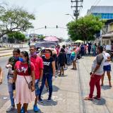 Este es el panorama de la aglomeración de personas esperando el cobro de Familias en Acción.