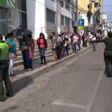 En Sincelejo, Policía controla distancia entre ciudadanos con palos
