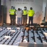 PRIMICIA   Policía halló uniformes militares en casa a la que llegaría armamento incautado