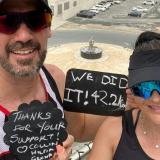 Pareja logró completar una maratón en el balcón de su casa