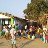 En Luruaco, vecinos hacen 'vaca' para comprar agua potable