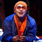 Nibaldo Castro, director de la Fundación Cultural y Social Cofradía Teatral, en una puesta en escena.