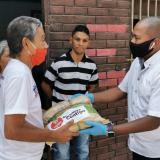 Gersel Pérez, presidente de la Asamblea, durante la entrega de las ayudas.