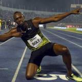 Usain Bolt con la clásica celebración de sus victorias en el atletismo.
