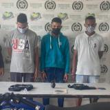 Capturan a tres hombres con una granada