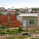 Varias viviendas fueron levantadas en el lote.