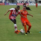 Acción de juego de la Liga Femenina entre el Junior y el Real San Andrés.