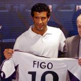 Figo el día de su presentación como nuevo jugador del Real Madrid.