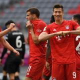 El polaco Robert Lewandowski celebrando uno de los dos goles que marcó.