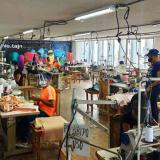 En el taller de Voltaje se elaboran unas 700 prendas diariamente.