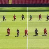 Así fue la protesta de los jugadores del Liverpool.