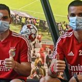 Tras abandonar el hospital, Weigl publicó hoy una fotografía en Instagram junto a Zivkovic, que presenta un vendaje en su ojo derecho.