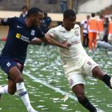 Acción de un duelo de la liga peruana de fútbol.