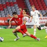 Robert Lewandowski en acción el duelo ante el Frankfurt.