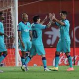 El argentino Lionel Messi celebrando su gol con el uruguayo Luis Suárez.