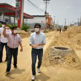 Pumarejo inspecciona obras en la calle 30 y en el mercado público