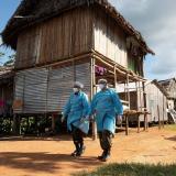 Los indígenas se adentran en la selva amazónica ante el temor de la COVID-19