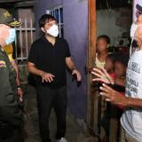 Pumarejo recorriendo los barrios de Barranquilla.