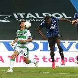 El buen juego aéreo de Duván Zapata marca diferencia en el fútbol italiano.