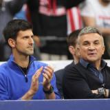 Novak Djokovic junto a su padre Srdjan Djokovic.