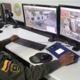 Desde el comando central se vigila con cámaras de seguridad.