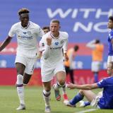 Ross Barkley celebra su anotación ante el Leicester.