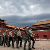 China aprueba el uso interno en su Ejército de vacuna contra la COVID-19