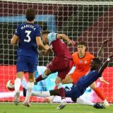 West Ham frena al Chelsea y aprieta lucha por cupo a Champions
