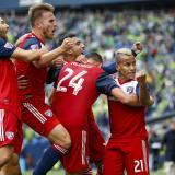 Los jugadores del Dallas celebran un gol en un partido de la MLS.