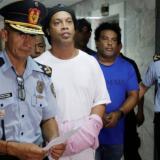 Ronaldinho junto a su hermano en la cárcel en Asunción.