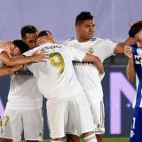 Los jugadores del Real Madrid celebran uno de los tantos de la victoria ante el Alavés.