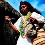 La resistencia de las arhuacas tras siglos de violencia en la Sierra Nevada